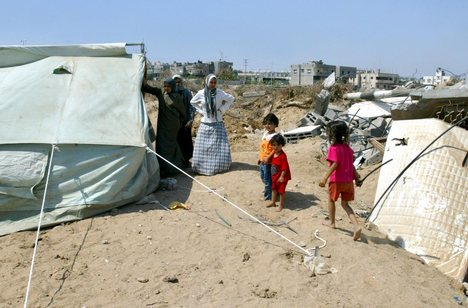 Tents in gaza and Destroy Buildings