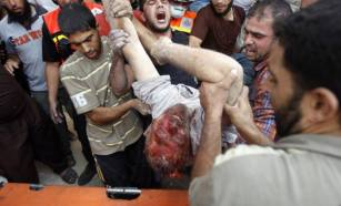 Not sure if dead or alive a Palestinian being carry and males around crying