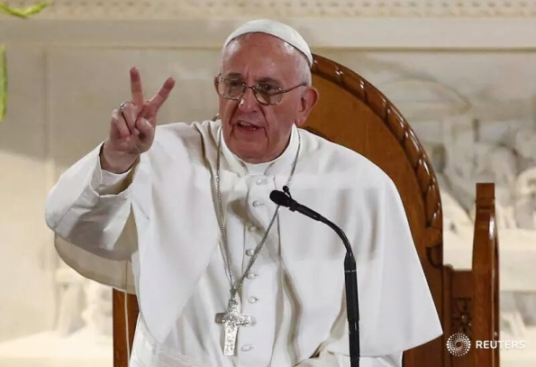 Pope Francis raises victory sign